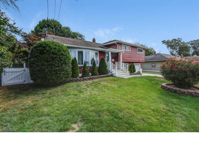 3 BR,  3.50 BTH  Split-level style home in Clifton